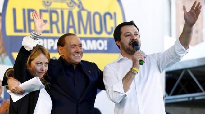 Il palco di Bologna: Meloni, Berlusconi, Salvini