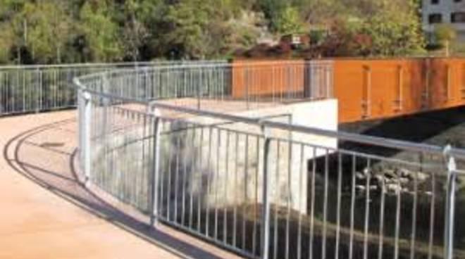 Il ponte della pista ciclopedonale ad Ambria di Zogno