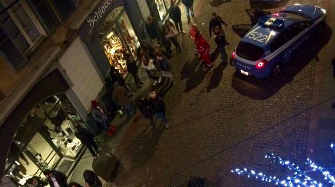 La polizia ieri sera in via Sant'Orsola