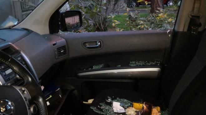 Mozzo, ladri svaligiano 15 auto