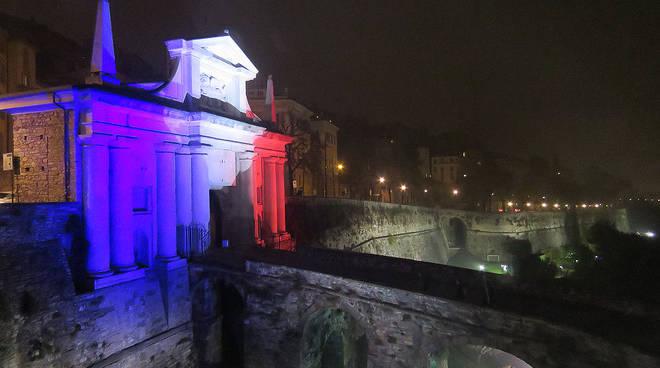 Porta San Giacomo con i colori francesi