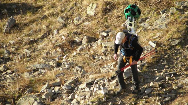 Un momento della tracciatura dei sentieri (foto valbrembanaweb.com)