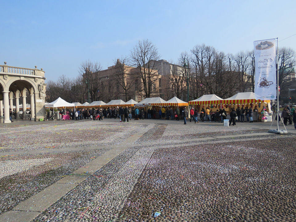 Fiera del cioccolato folla in centro bergamo bergamonews for Fiera di bergamo 2016