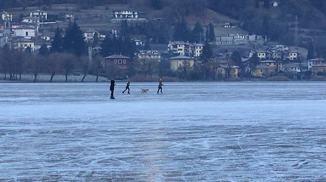lago d'endine ghiacciato