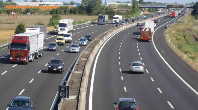 Incidente lungo l'autostrada A4: muore un uomo