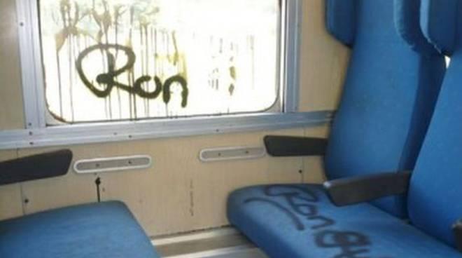 vandali treno