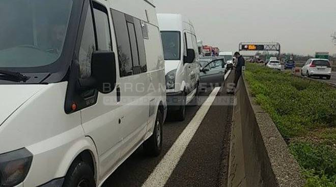 Incidente in autostrada A4: traffico rallentato, un morto e due feriti