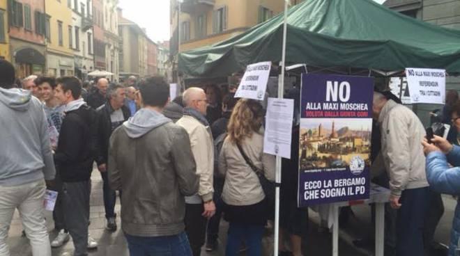 Raccolta firme Lega Nord