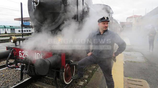 Riprendono le gite del Treno Blu: su storiche carrozze e locomitiva a vapore