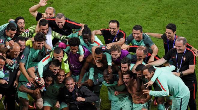 Finale Euro 2016: guardate che cosa ha fatto Cristiano Ronaldo in panchina