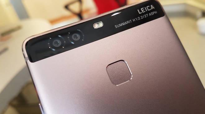 Huawei imbarazzata, quella foto non l'ha fatta un P9