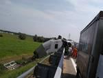Camion ribaltato a Dalmine