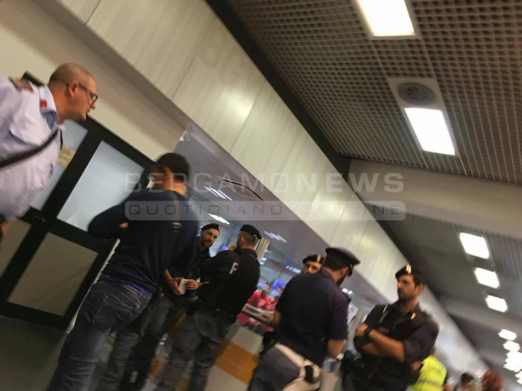 Piove dentro l'aeroporto di Orio al Serio