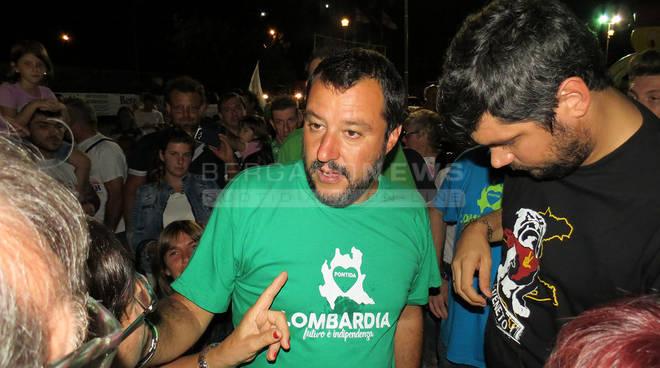 Salvini alle feste di Morengo e Chiuduno premia 45 militanti storici della Lega