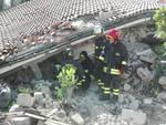 Terremoto, pompieri al lavoro