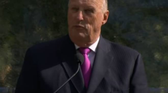 """Il discorso del re Harald: """"Siamo tutti stranieri, la speranza è prenderci cura dell'altro"""" sondaggio"""