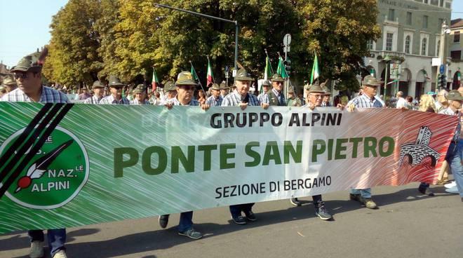 Bergamo, ottomila Alpini e una marea di gente per la 33esima adunata fotogallery video