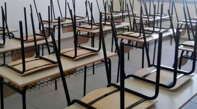 """Niente quinto anno per le studentesse del corso moda del Caniana: """"Ci negano il diritto allo studio"""""""