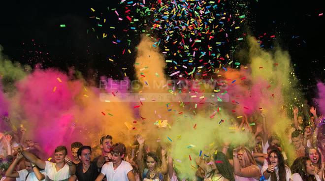 A migliaia per l'Holi al Bum Bum Festival: grande successo a Trescore