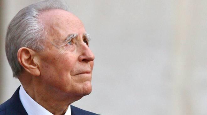 Addio a Carlo Azeglio Ciampi: l'ex presidente della Repubblica aveva 95 anni