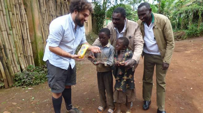 Emanuele e il frigo in Camerun
