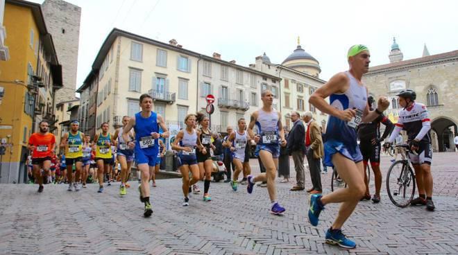 Piazza Vecchia verde, Teatro del sisma, Dimore design, Mezza Maratona, festa di Borgo Palazzo e… il week-end in città