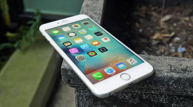 Dalla fotocamera potenziata al nuovo connettore delle cuffie: è in arrivo il nuovo iPhone 7