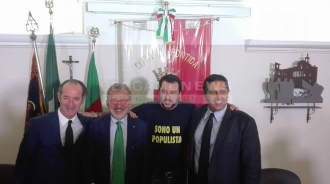 "A Pontida si rinsalda l'asse Lega-Forza Italia, Salvini: ""Unica alternativa a Renzi"" fotogallery video"