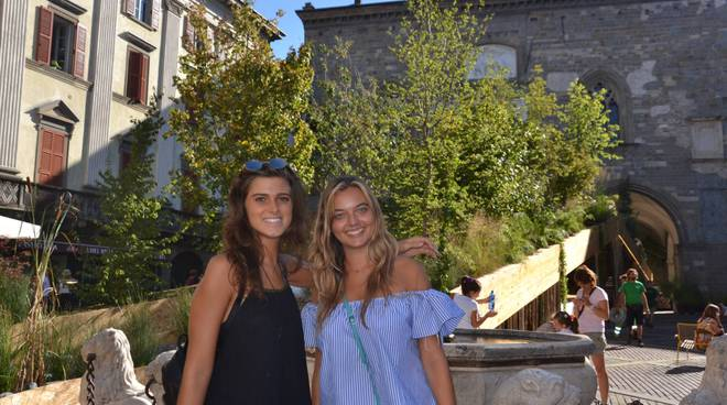"""Passerella in Piazza Vecchia, Tremaglia: """"Inaccessibile ai disabili"""", Arketipos: """"Ci sono accompagnatori"""""""