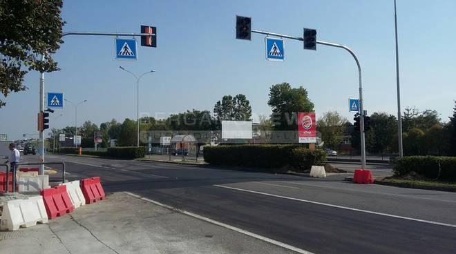 Treviglio, nuovo semaforo sull'ex statale 11: attraversamento più sicuro per gli studenti