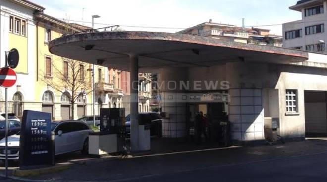 """Via alla demolizione del distributore di via Baschenis, Valesini: """"Recupero impossibile"""""""