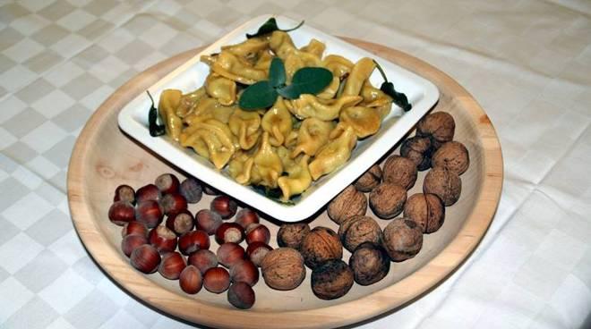 Nek, street-food, feste d'autunno, casoncelli, pizzoccheri, castagne, mele, dischi e… il week-end in provincia