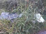 Immondizia e degrado sulla ciclo-pedonale a Seriate