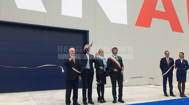 Orio, inaugurato l'hangar Ryanair