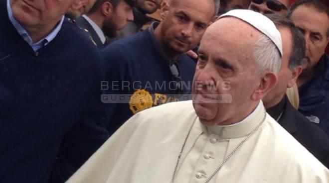 """Amatrice, volontario bergamasco a due passi dal Papa: """"Emozione indescrivibile"""""""