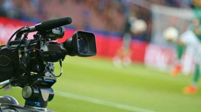 Diritti tv, serie A verso la rivoluzione: otto fasce orarie e niente telecamere la domenica alle 15