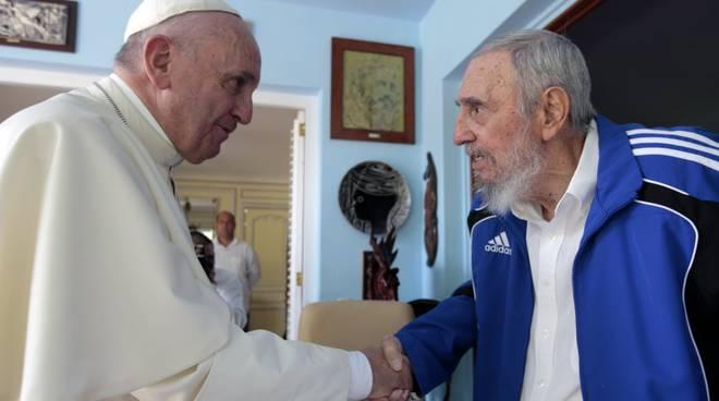 Fidel Castro, da rivoluzionario a Líder máximo, l'ateo a colloquio con tre Papi a Cuba