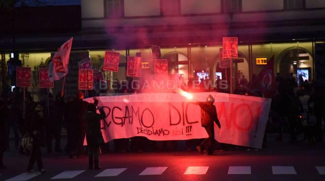 """Manifestazione """"No Renzi"""" a Bergamo"""