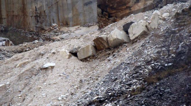 Macigno pericolante a Corna Imagna: evacuate quattro famiglie foto