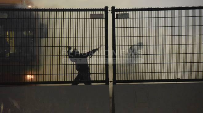 Scontri ultrà romanisti-polizia