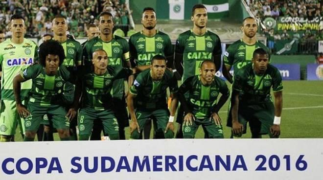 Si schianta aereo con squadra di calcio brasiliana