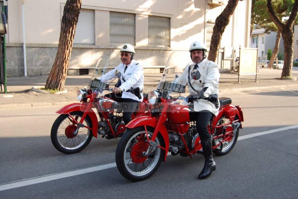 Poliziotti a bordo della Moto Guzzi Falcone 500