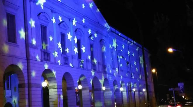 Illuminazione natalizia artistica a lovere bergamonews