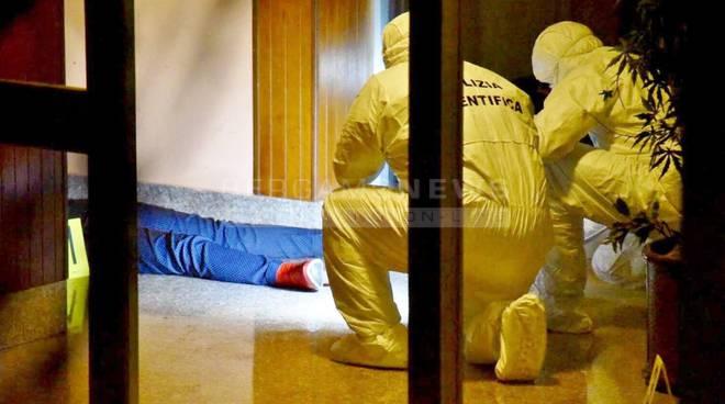 Donna sgozzata a Bergamo sotto casa: giallo sul cellulare sparito