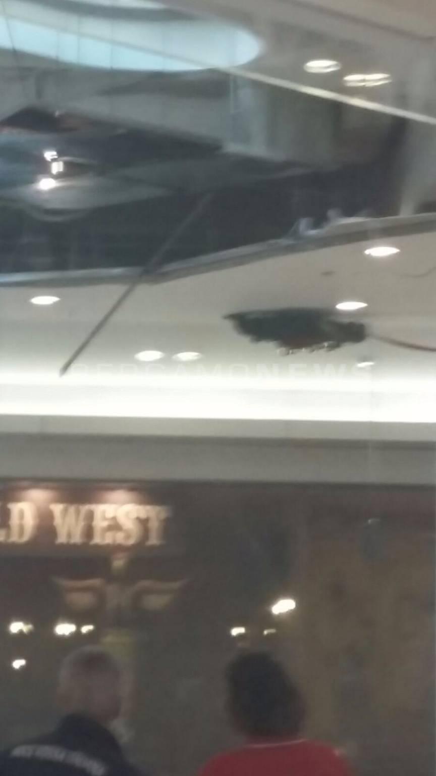 Oriocenter, crolla il soffitto