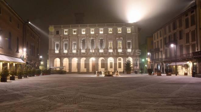La neve in Piazza Vecchia
