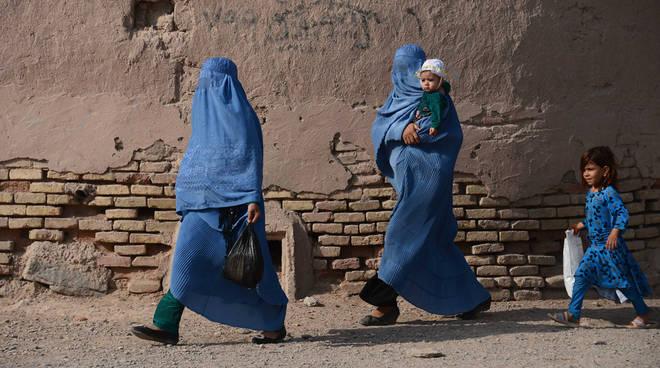 Burqa, assessore Sicurezza Lombardia al governo: