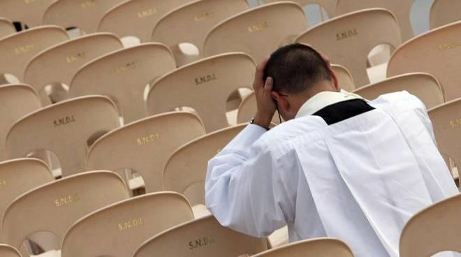 prete in crisi