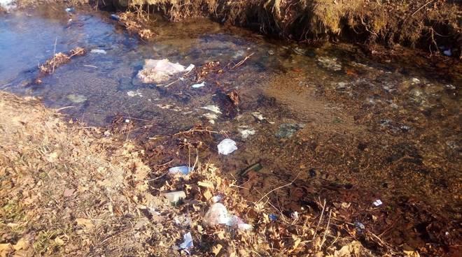 rifiuti roggia brignano