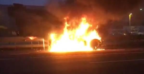Camion brucia